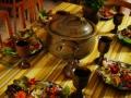 Tisch-im-Café-01